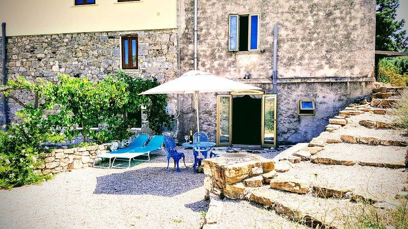 Casa Pietra - The Casetta, holiday rental in Carunchio