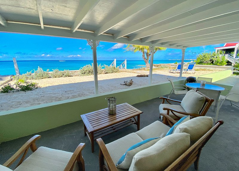 Charming Beachfront - Walk to Town and Restaurants – semesterbostad i Grand Turk
