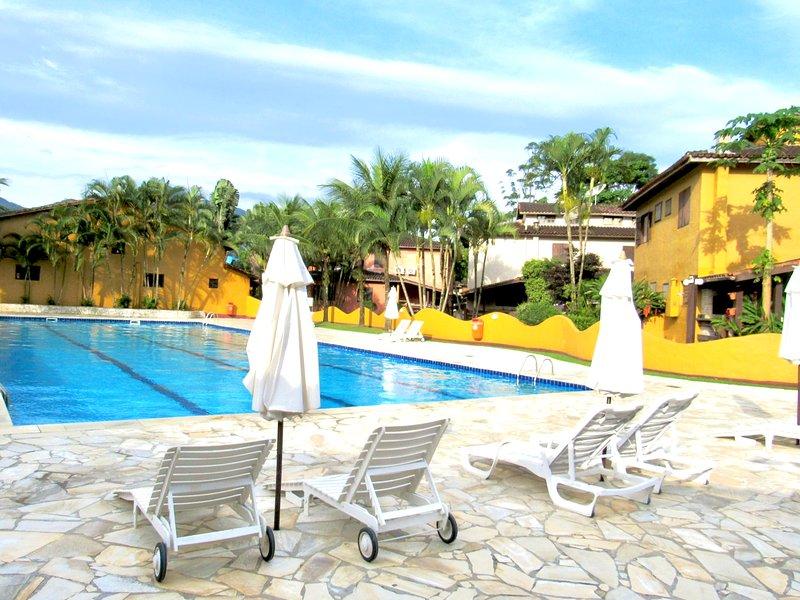 Aconchegante Casa de temporada Condomínio Pousada do Vale para até 12 pessoas, vacation rental in Sao Sebastiao