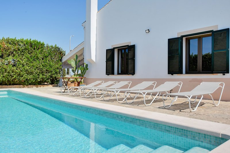 Villa Aqua with saltwater pool, terraces and BBQ in tranquil area, casa vacanza a Badia Blava