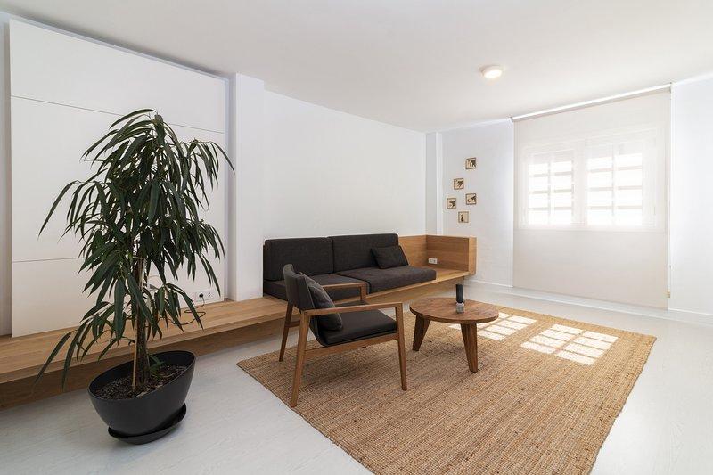 Moderno apartamento junto a Plaza de España, holiday rental in Maria Jimenez