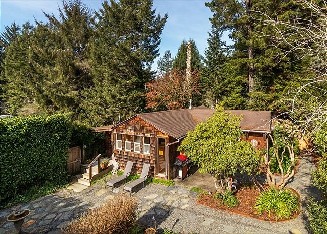 Wooded retreat walking distance to the beach & pet friendly too!