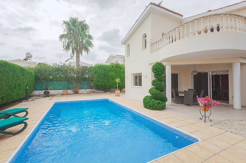 Sunset Villa, Mandria with private pool in a well established garden, aluguéis de temporada em Nata