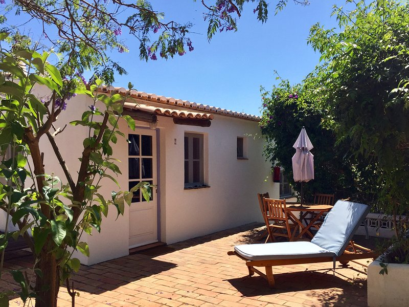 [7] Spacious Family Cottage (max 5p) w/ Shared Pool, holiday rental in Barao de Sao Joao