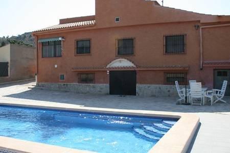 Detached villa with private pool, alquiler de vacaciones en Busot