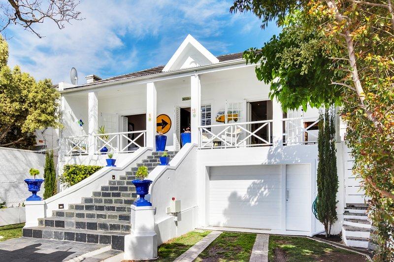 Authentic Green Point Villa on the Green Point Echo Park, location de vacances à Cape Point