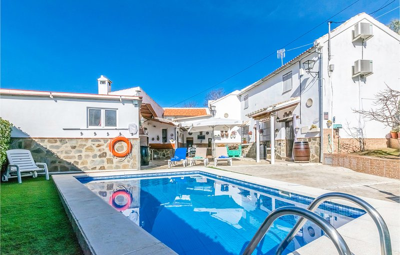 Awesome home in Villanueva de Algaidas with WiFi, Outdoor swimming pool and 6 Be, alquiler vacacional en Villanueva de Algaidas