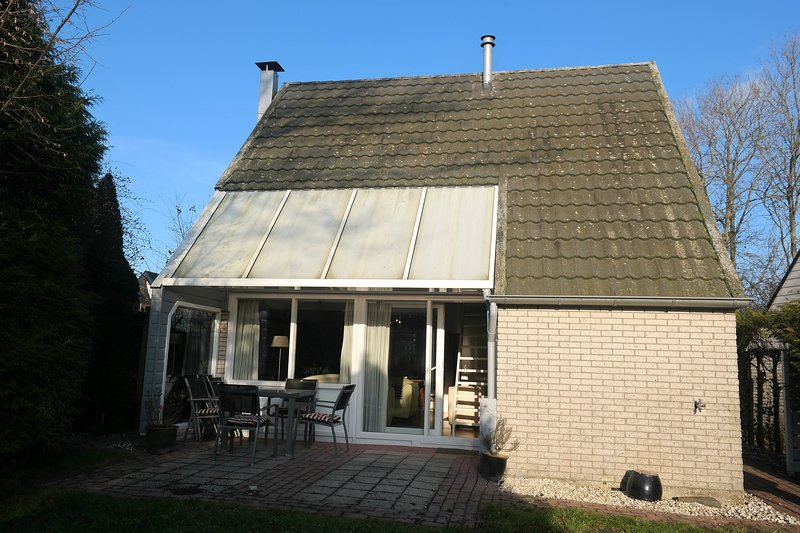 Holiday home with fireplace and beautiful location near the National park, Ferienwohnung in Warfstermolen