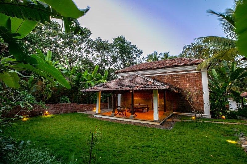 Casa Caisua- A Goan Loft Style Villa, alquiler vacacional en Bardez