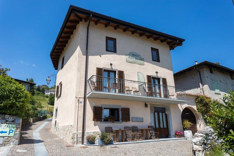 Antica Corte Ginevra - Ap. Ginevra - Lago di Garda, holiday rental in Limone sul Garda