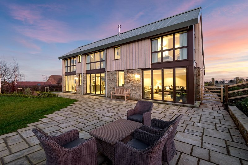 Sleeps 10, 5*Gold, M1,Luxury, High Quality House in beautiful Herefordshire, vakantiewoning in Dymock