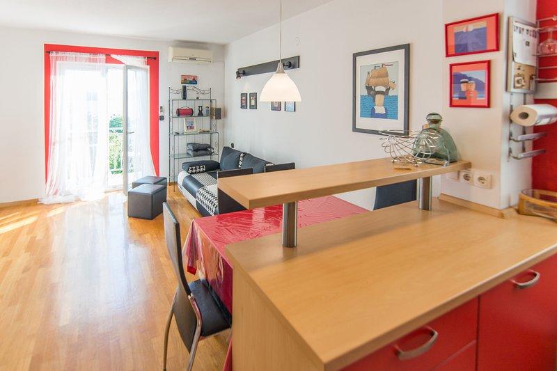 Flooring,Desk,Furniture,Table,Hardwood