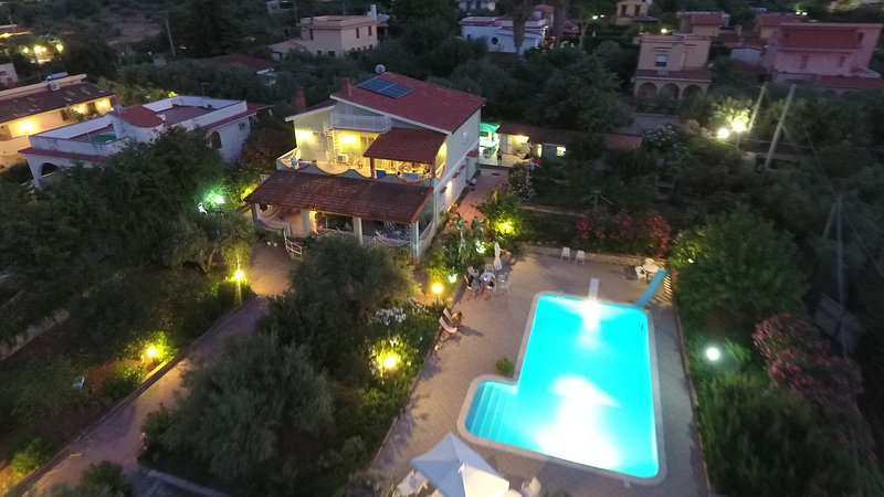 Spacious apt with shared pool, holiday rental in Torre Colonna-Sperone