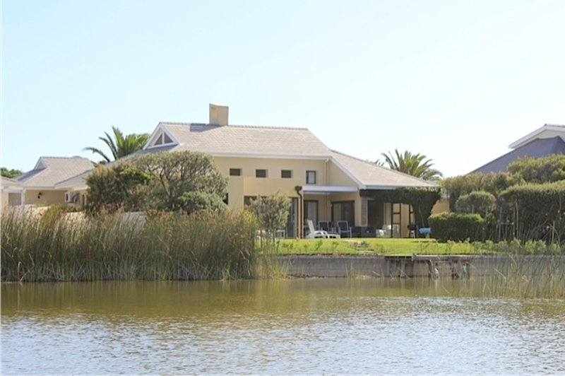 Stunning Cape Peninsula Holiday Villa with Pool, location de vacances à Sun Valley