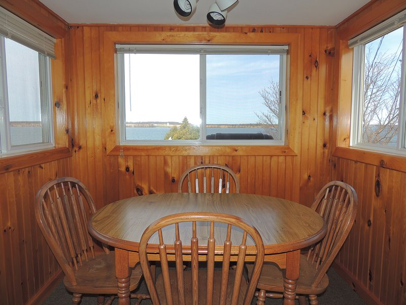Cozy water view 2 bedroom/1 bath cottage #6, holiday rental in Sackets Harbor
