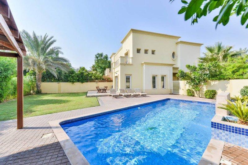 Executive 4 Bed Villa | Private Heated Pool | Lake View | Medlock Villas Dubai, holiday rental in Dubai