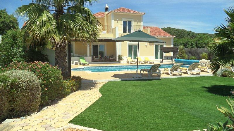 Villa Novo Paraiso , 10 x 5m pool, uktv, free wifi, holiday rental in Pechao