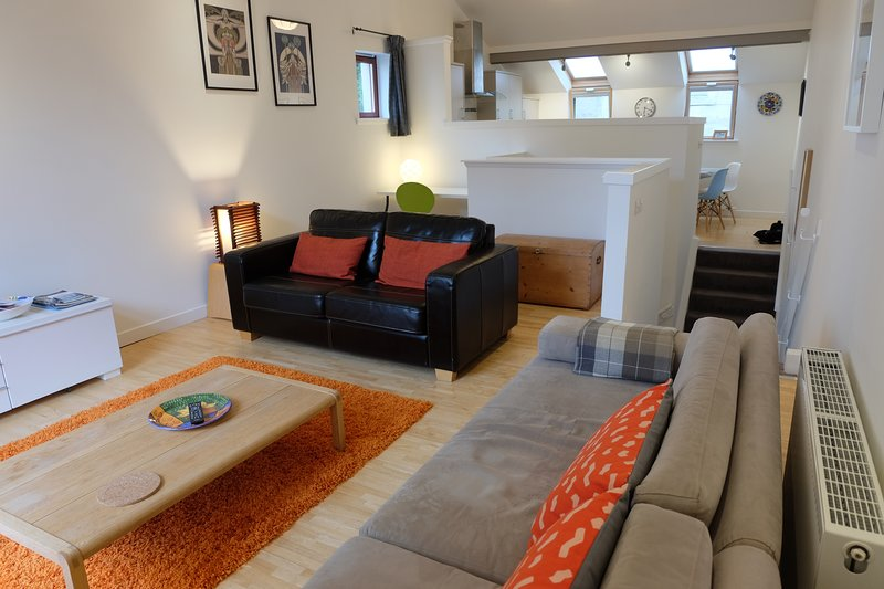 City centre Townhouse with private entrance, parking and patio, holiday rental in Glasgow