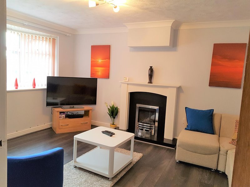 Penllech House - Huku Kwetu (Notts) - 3 Bedr (Sleeps 5+), vacation rental in Sandiacre