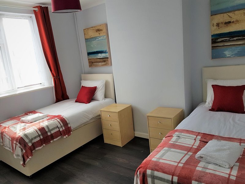 Garden City House - Huku Kwetu (Notts) - 2 bed (sleeps 5), location de vacances à Bingham