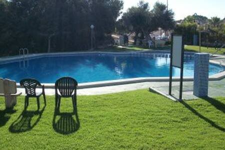 Well Presented 2 bed 2 bath house with uktv & wifi, location de vacances à San Miguel de Salinas