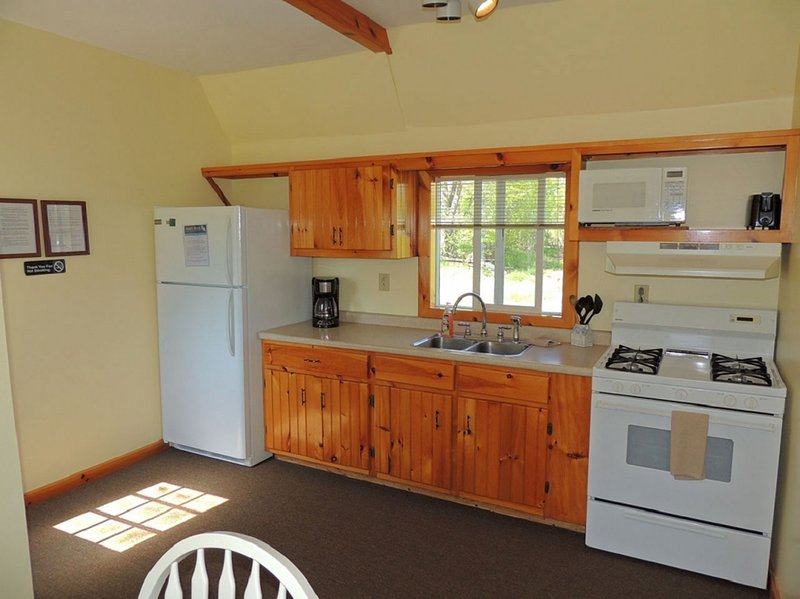 Charming 3 bedroom/1 bath cottage #8, holiday rental in Sackets Harbor