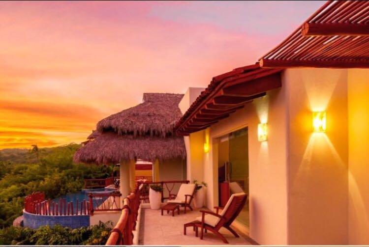 'Casa Alba' Luxurious Beach Villa, Puerto Vallarta, holiday rental in La Cruz de Huanacaxtle
