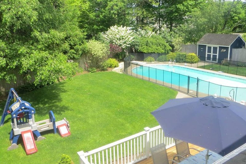 Suburban Getaway. Heated Pool. NO PARTIES., casa vacanza a Greenwich
