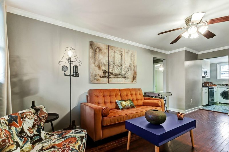 522 Bolton- Unit A Mid-Century Modern ***** Condo in Ace Location, vacation rental in Savannah