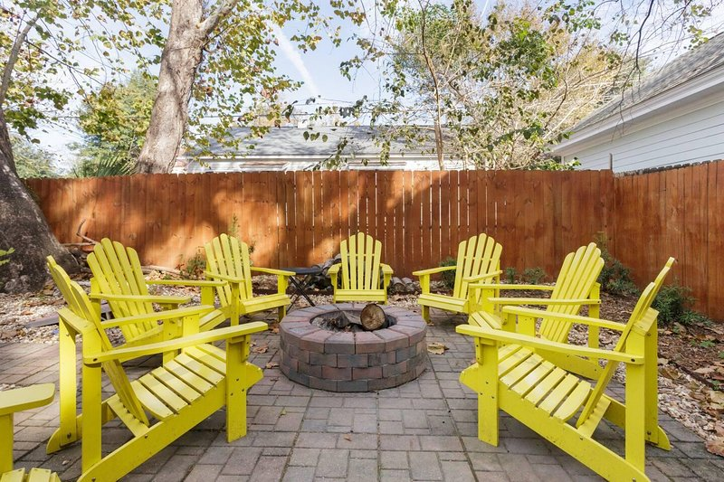 Sanitized Haven - Ace Locale - Instaworthy Decor, vacation rental in Thunderbolt