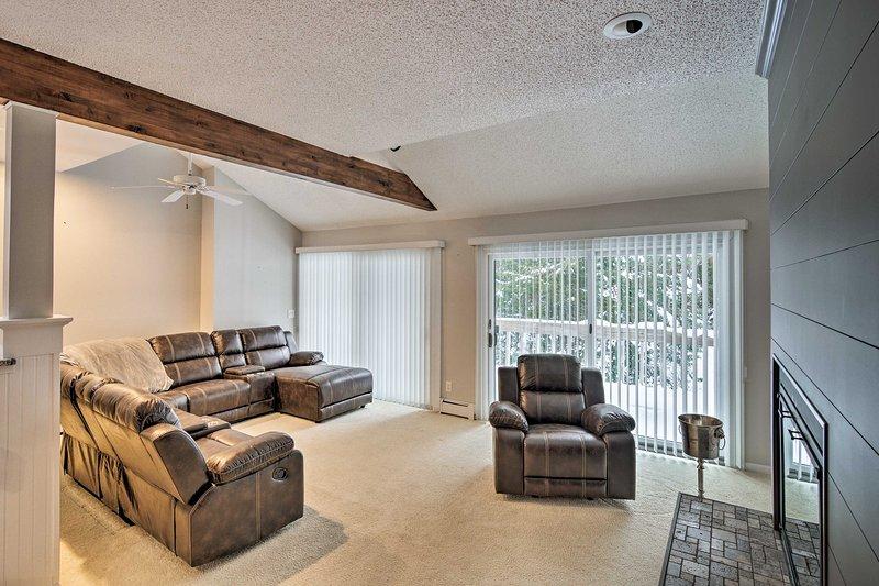 La ubicación privilegiada de este condominio lo ubica a pocos pasos del lago Michigan.