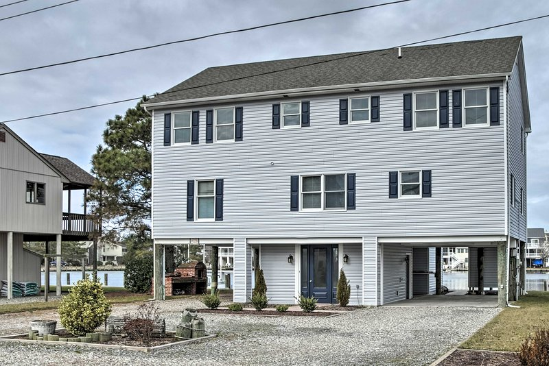 NEW! Waterfront House w/ Deck - 1/2 Mi to Beach!, vacation rental in South Bethany