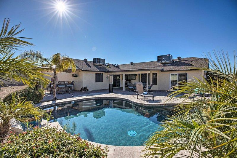 Private Desert Oasis w/Pool 5Mi to Peoria Complex!, casa vacanza a Peoria