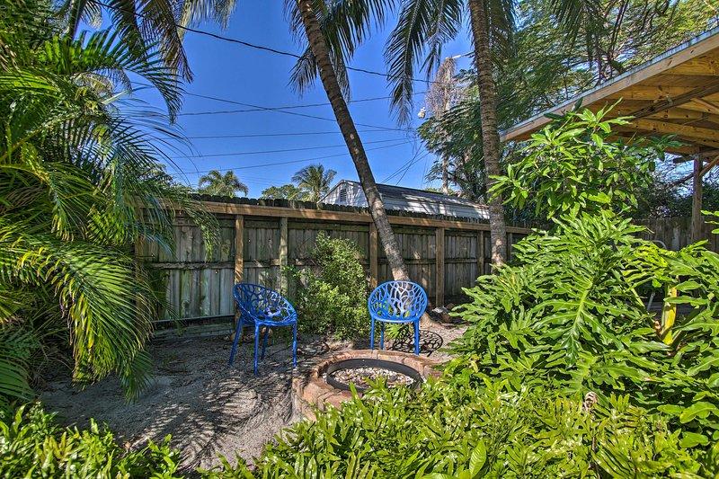 La casa vacanze vanta un cortile simile a un'oasi.