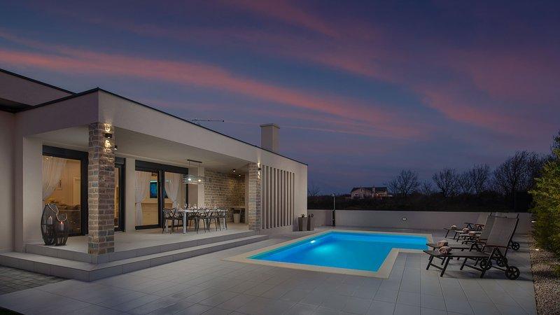 Beautiful Villa Rose, in Nin, with a Pool, vacation rental in Nin