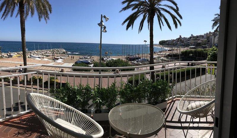 Apartamento Primera Linea de Mar con Espectaculares Vistas, vacation rental in Sant Pol de Mar