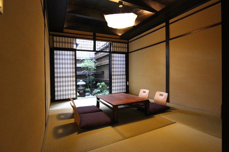 Large Luxury Townhouse x FREE WiFi x Walk to CITY CENTER x NISHIKI Market, location de vacances à Kyoto