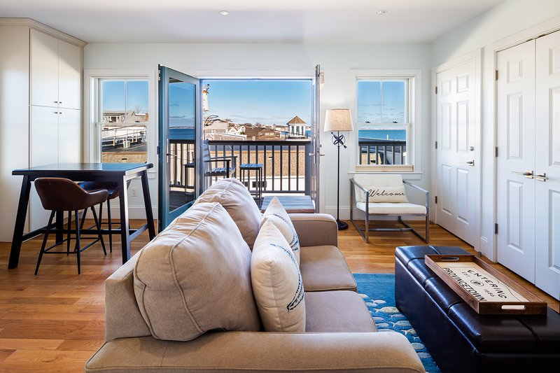 Waterfront Luxury Penthouse in the heart of Commercial ST w/ views & parking, vacation rental in Provincetown