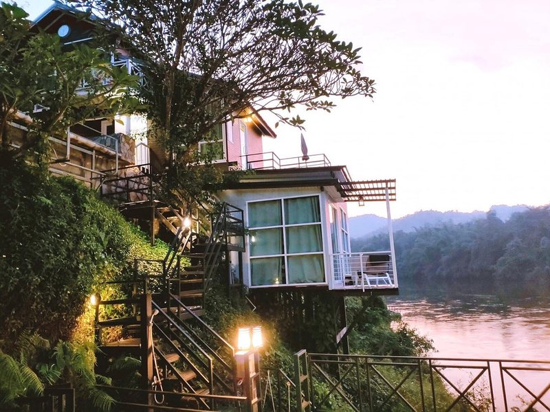 Superior House on the riverside of Kanchanaburi, Ferienwohnung in Kanchanaburi