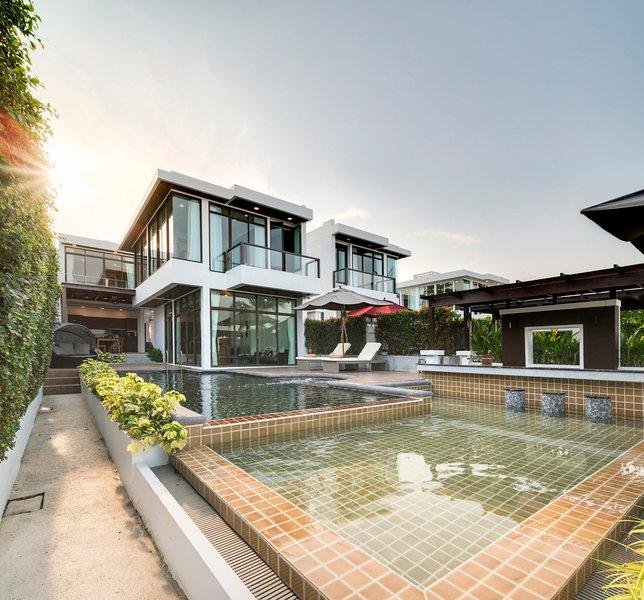 Ban Prue Yai Villa Sleeps 10 with Pool and Air Con - 5827550, alquiler vacacional en Pak Nam Pran