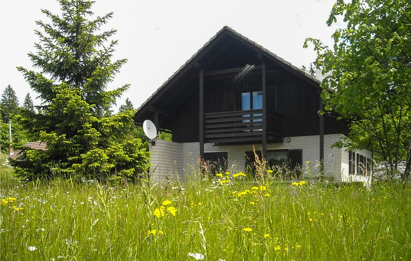 Stunning home in Crni Vrh nad Idrijo with 3 Bedrooms (SER127), holiday rental in Hrusevje
