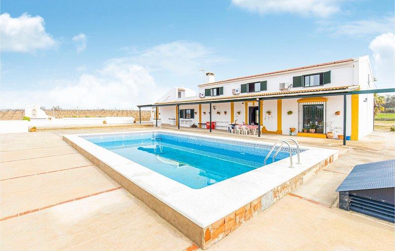 Beautiful home in Bollullos del Condado with Outdoor swimming pool, Outdoor swim, alquiler vacacional en Almonte