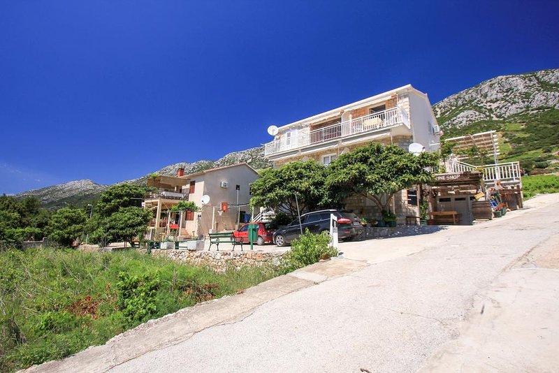 Borak Apartment Sleeps 3 with Air Con - 5829015, vacation rental in Potomje