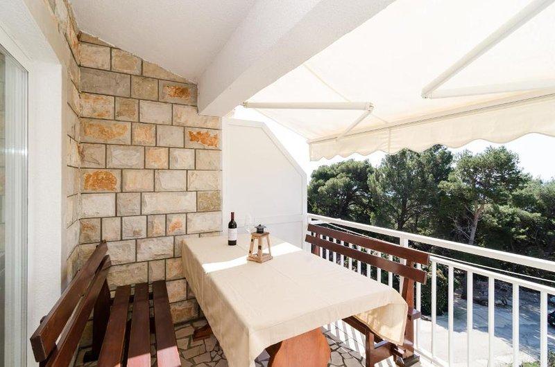Borak Apartment Sleeps 4 with Air Con - 5829021, vacation rental in Potomje