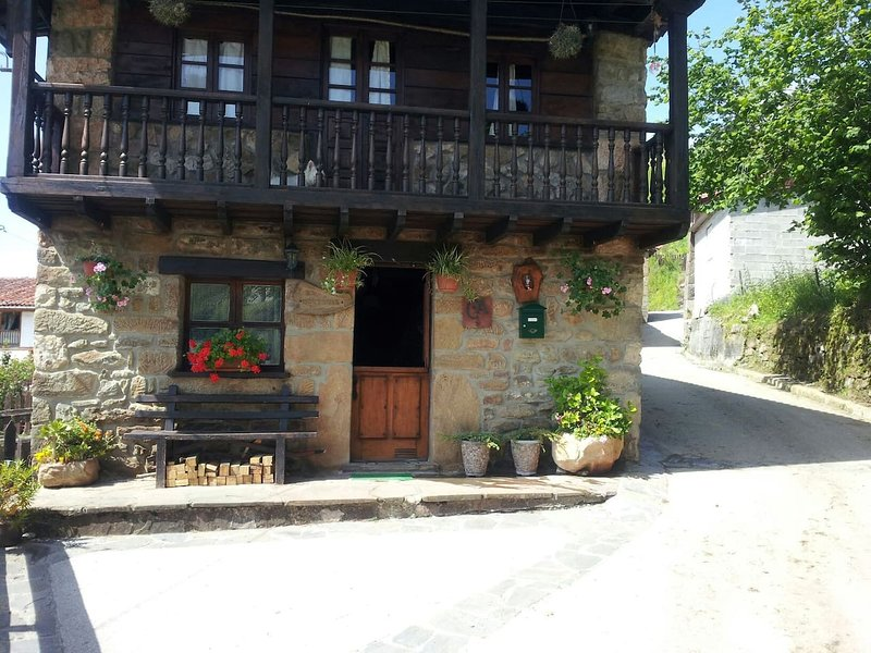 Nice house in Tozo, location de vacances à Villamorey