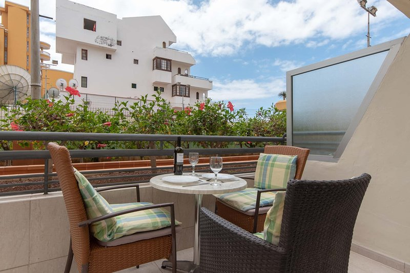 Sunny studio Santa Maria, vacation rental in Playa de Fanabe