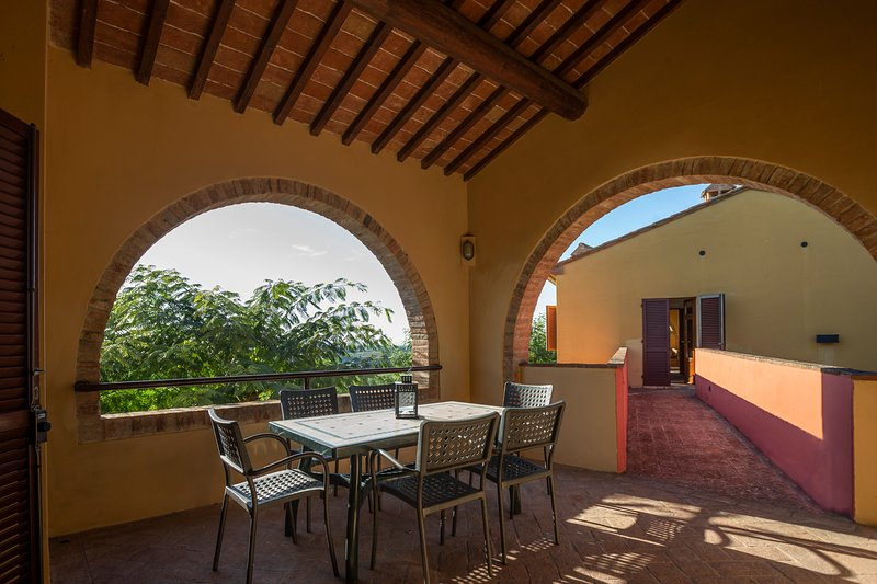 Three-room apartment in agriturismo with pool and panoramic view -Tenuta Moriano, holiday rental in Trecento