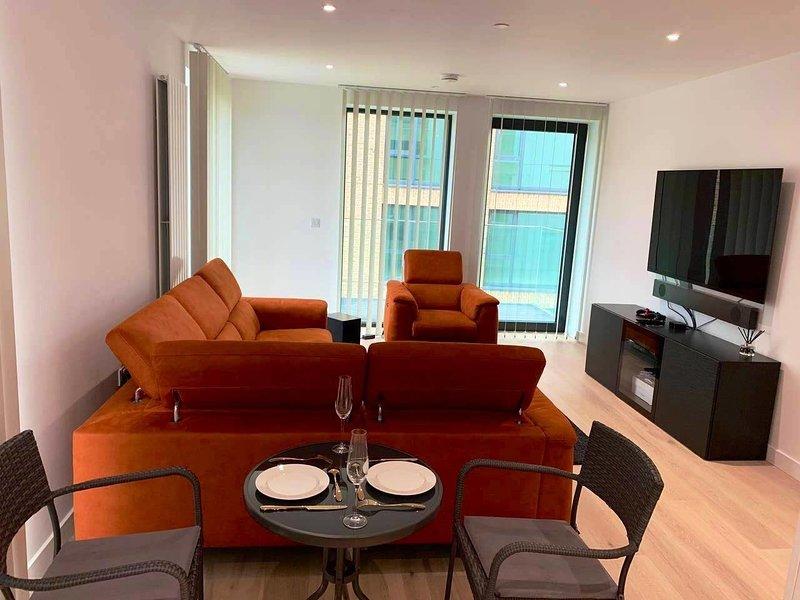 2 BED LUXURY APARTMENT, location de vacances à East Ham