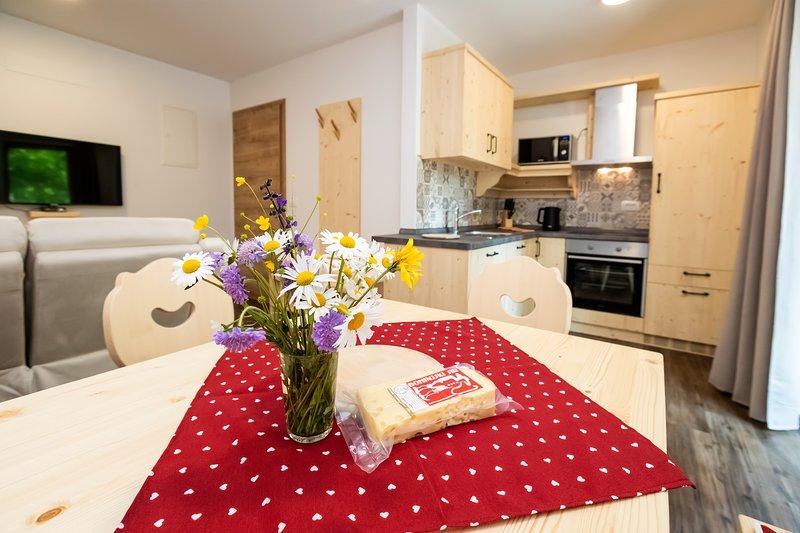 Apartments Goldhorn Kingdom - Two-Bedroom Apartment with Balcony (A), casa vacanza a Slap ob Idrijci