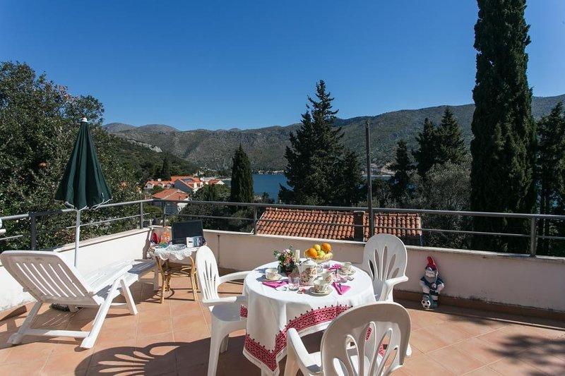 Apartments Tramonto - Studio Apartment with Balcony and Sea View, casa vacanza a Stikovica